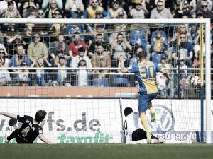 Eintracht Braunschweig 2-0 1860 München: Lieberknecht comes out on top in battle of the lions