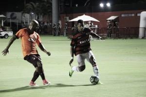 Ribamar brilha e Atlético-PR vence Vitória no Barradão