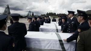 Corpos das vítimas do acidente com Chape são transportadas para o Brasil sob homenagens