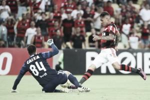"""Zé Ricardo mostra frustração por empate e diz que """"bola puniu"""" Flamengo"""