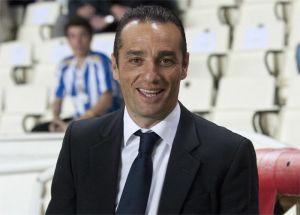 """José Luis Oltra: """"Rezo y suplico para que nadie salga de la plantilla, pero todos estamos expuestos"""""""