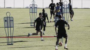 Entrenamiento sin Miguel Torres y con la mente puesta en el Real Betis