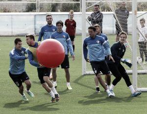 Primer entrenamiento del Málaga CF, a puerta abierta