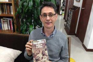 El escritor colombiano Pablo Montoya dedica el Premio Rómulo Gallegos a su país natal