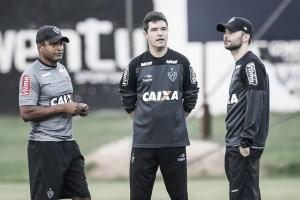 Roger descarta mudança tática no Atlético-MG, mas garante mudanças na equipe