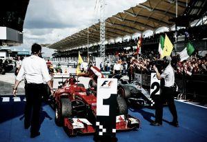 Vettel eufórico, Hamilton conformado