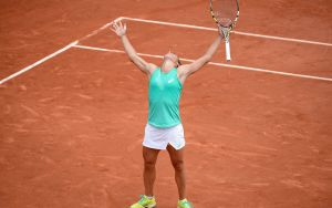 Schiavone Outlasts Kuznetsova In A Near Four Hour Marathon