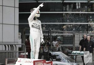 Lewis Hamilton se impone en China