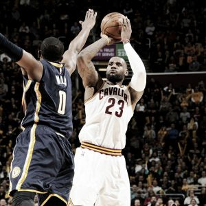 LeBron James gana la decimoquinta seguida en casa para los Cavaliers