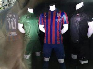 El Levante deja entrever sus equipaciones en su nueva tienda