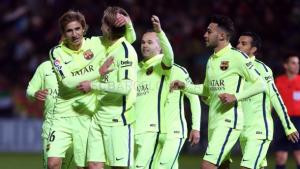 El FC Barcelona vence a un valiente Huesca