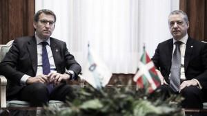 Feijóo revalida la mayoría absoluta y Urkullu vence en Euskadi