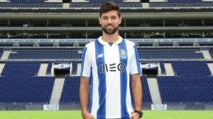 El FC Porto presenta dos fichajes de una atacada