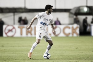 """Victor Ferraz lamenta fase ruim do Santos: """"Bola não entra"""""""