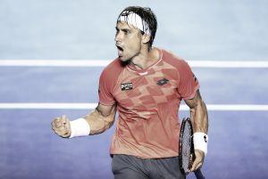 El frenético Ferrer avanza a semifinales de Acapulco