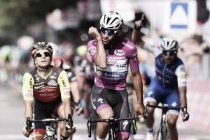 Giro d'Italia, Fernando Gaviria sfreccia in volata anche a Reggio Emilia
