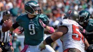 Nick Foles lidera a los Eagles en la victoria ante los Bucs