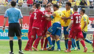 UD Las Palmas - Sporting de Gijón: primer duelo para espantar el miedo