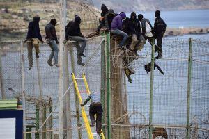 Una treintena de inmigrantes logra entrar en Melilla