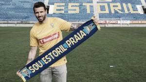 Com passagens por Itália e Inglaterra, zagueiro português Brandão é apresentado no Estoril