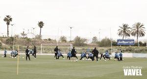 El Málaga se entrena con Camacho y la ausencia de Juanmi