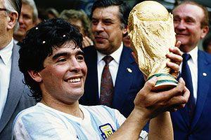 Diego Armando Maradona, puente entre Barcelona y Nápoles