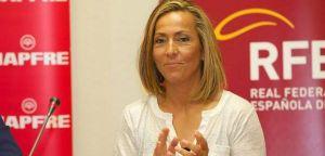 Gala León se autoproclama capitana del equipo de Copa Davis