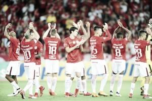 Internacional pressiona, marca duas vezes, mas é eliminado pelo Grêmio no Gauchão