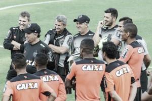 Em lados opostos na tabela, Atlético-MG e Santa Cruz duelam em busca dos três pontos