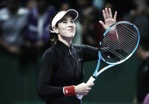 WTA Finals: Garbiñe Muguruza off to perfect start in Singapore with straightforward win over Jelena Ostapenko