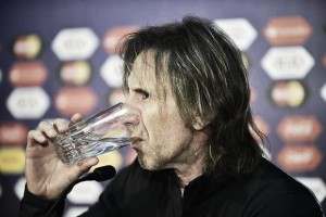 """Com medo de água """"batizada"""", seleção peruana levará próprias garrafas para Argentina"""