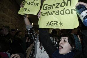 Boicotean una conferencia de Garzón en la Universidade de Santiago de Compostela