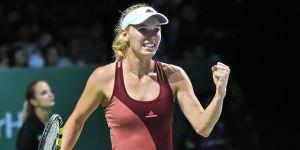 Wozniacki venció a Radwanska y Sharapova volvió a perder en Singapur
