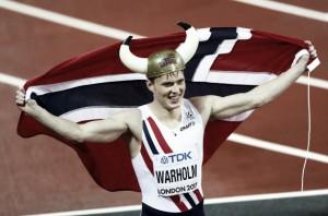 World Athletics Championships: Karsten Warholm storms to victory in 400m hurdles