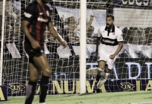 San Lorenzo se aleja del puntero Boca Juniors