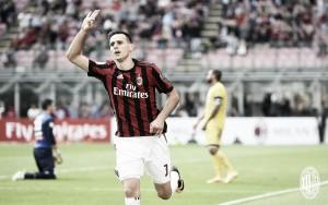 Un doblete de Kalinic le da tres puntos al Milán