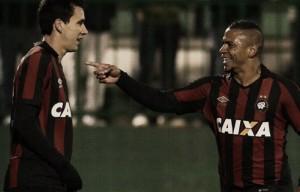 Thiago Heleno comemora classificação e gol de Walter após eliminar Chapecoense
