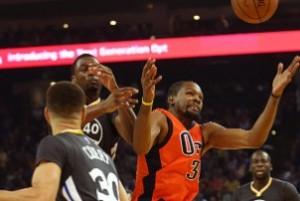 Los Warriors se llevaron un susto pero se quedaron con el triunfo ante los Thunder