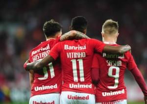 Inter renova com Ferrareis e Sasha até 2020