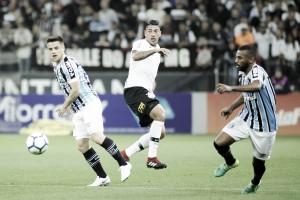 Grêmio domina Corinthians, vence fora de casa e assume a terceira colocação do Brasileirão
