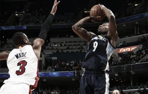 A medio gas los Grizzlies barren a Miami Heat