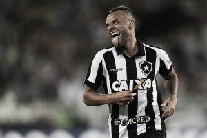 """Autor de um dos gols, Guilherme comemora entrada no G6: """"Agora temos que permanecer"""""""