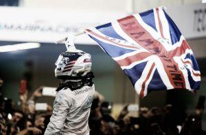 Lewis Hamilton gana el pulso final por el mundial