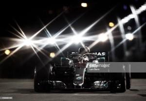 Hamilton deslumbra en Singapur