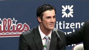 Cole Hamels no se moverá de los Phillies