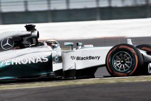 Lewis Hamilton saca el martillo