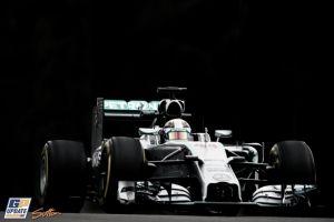 Lewis Hamilton mantiene su pulso con Rosberg en los Libres 2