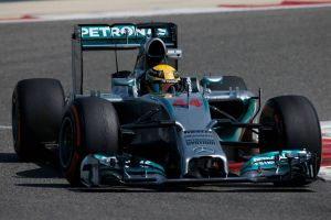 Lewis Hamilton mantiene la hegemonía de Mercedes en los entrenamientos libres 1 del GP de España