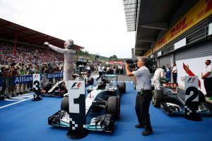 Hamilton trionfa a Spa, male le Ferrari con Vettel out e Raikkonen 7°