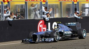 Trionfo di Hamilton in Ungheria - Vettel allunga, Ferrari in crisi